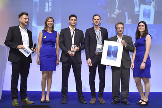 "The smarter E AWARD (Smart Renewable Energy): indielux UG was honored for ""ready2plugin – the safe plug-in"""